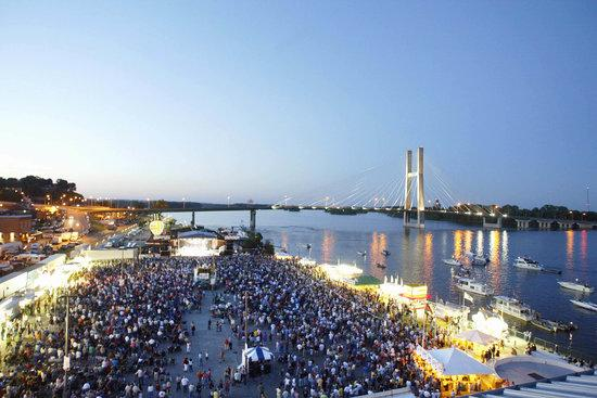 burlington iowa riverfront steamboat days concert mississippi river boats people